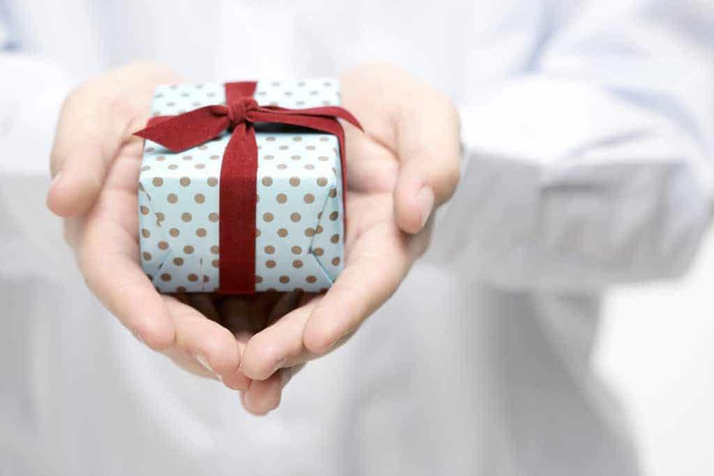 Come fasciare un regalo