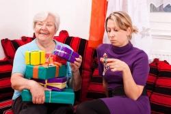 Cosa regalare alla suocera per Natale: 7 idee originali per conquistarla