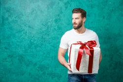 Regali di Compleanno per Lui: 10 idee regalo che lo lasceranno a bocca aperta (2017)